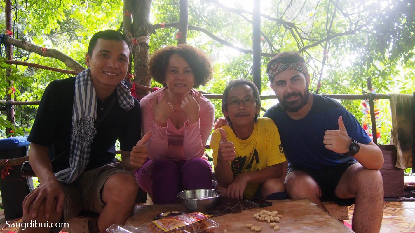 Trekking Butkit Saga ở Malaysia