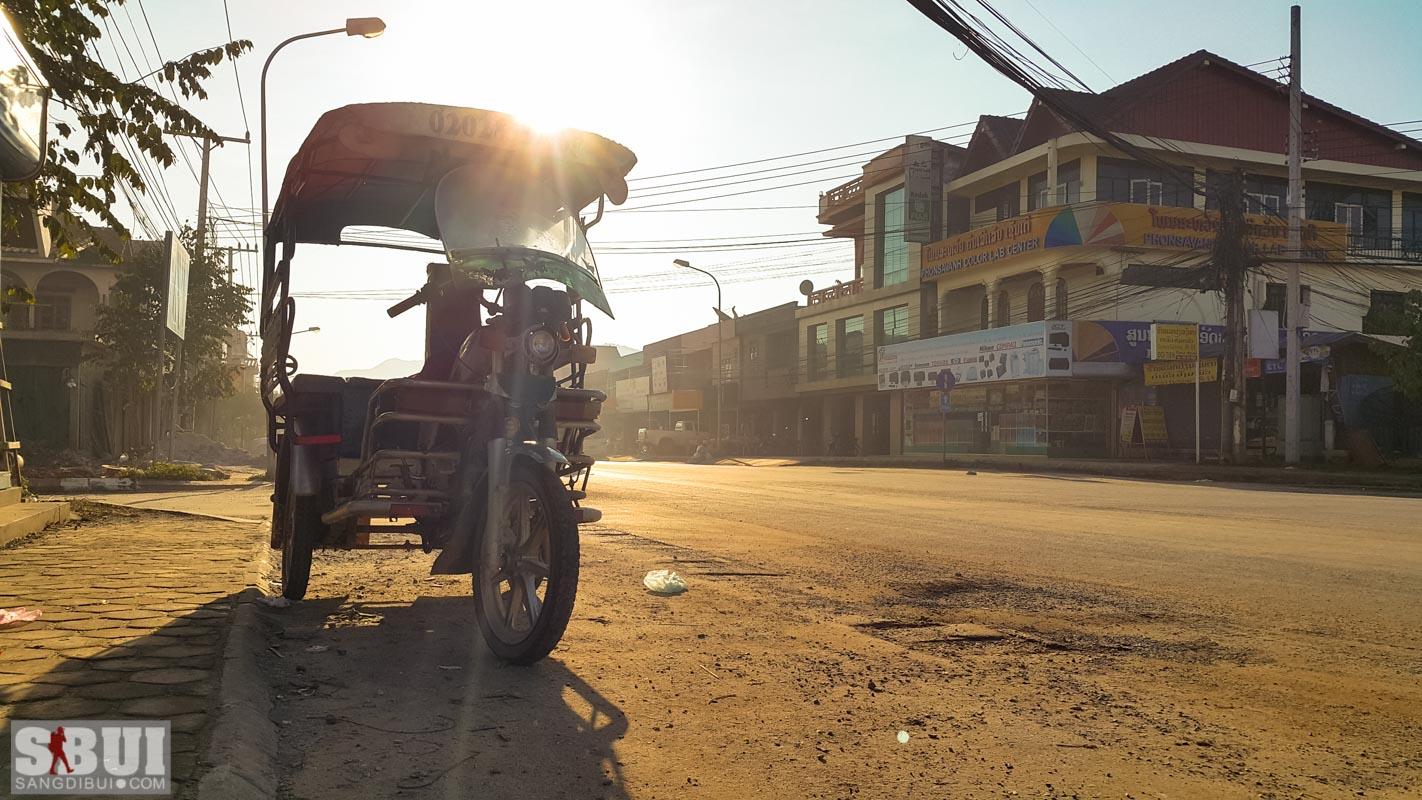 Đi bụi Lào