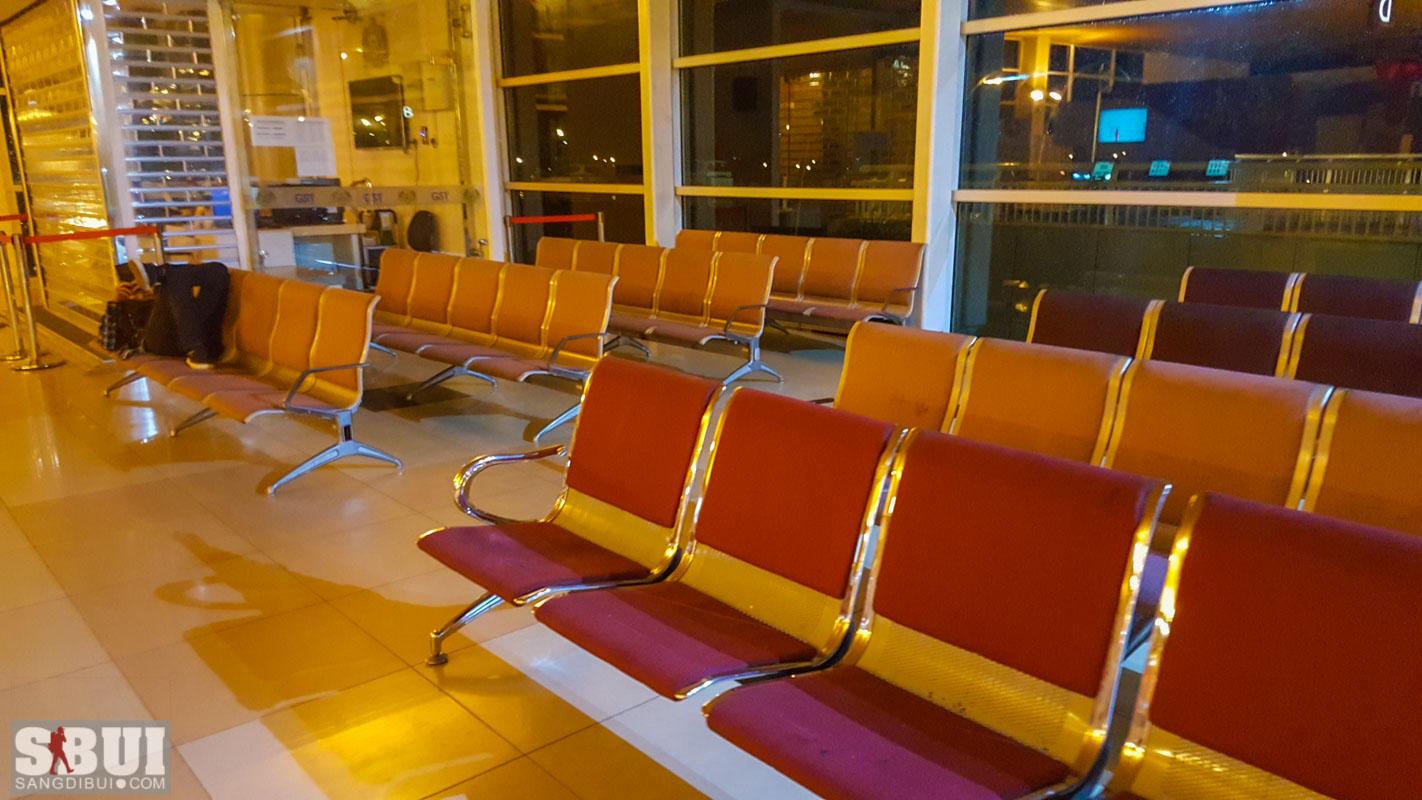 Ngủ lại ở sân bay